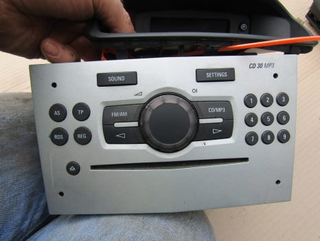 VAUXHALL CORSA 2006-2015 CD PLAYER AND TIME CLOCK 2006,2007,2008,2009,2010,2011,2012,2013,2014,2015VAUXHALL CORSA 2006-2015 CD PLAYER AND TIME CLOCK