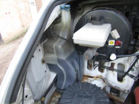 IVECO DAILY 35S11 3.3M/12 PANEL VAN (INTEGRAL) 1999-2006 2.8 WASHER BOTTLE & MOTOR 1999,2000,2001,2002,2003,2004,2005,2006IVECO DAILY 35S11 VAN 1999-2006 2.8 WASHER BOTTLE & MOTOR