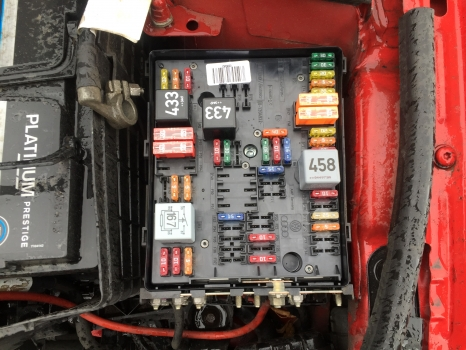 AUDI A3 2005-2008 2.0 TFSI FUSE BOX (IN ENGINE BAY) - MatchapartMatchapart